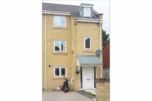Thumbnail Town house to rent in Viner Way, Hyde