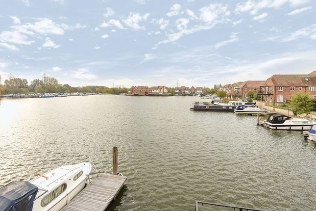 Thumbnail Terraced house for sale in North Quay, Abingdon