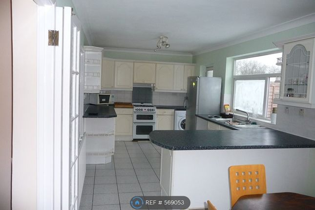 5 bed terraced house to rent in Betham Road, Greenford UB6