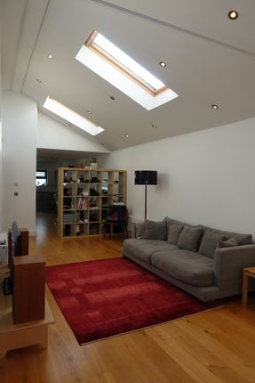 Thumbnail Flat to rent in Bethnal Green Road, Shoreditch