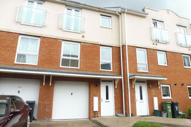 Thumbnail Property to rent in Barrow Gardens, Redhill