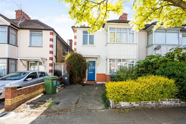 4 bed semi-detached house to rent in Hanover Road, Brondesbury Park, London