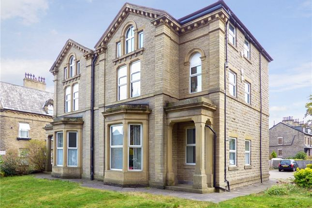Flat for sale in Wellington Crescent, Shipley