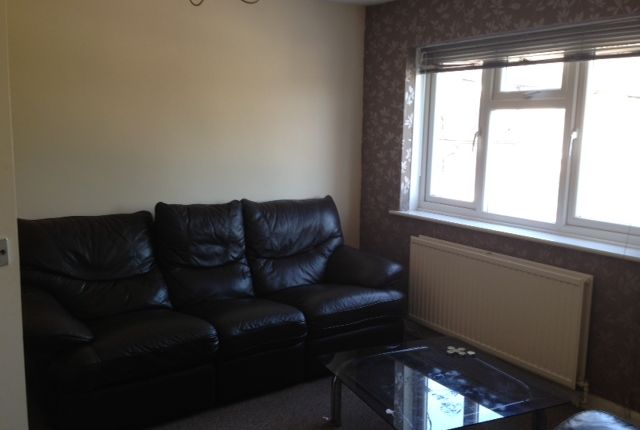 Thumbnail Flat to rent in Shackleton Road, Slough