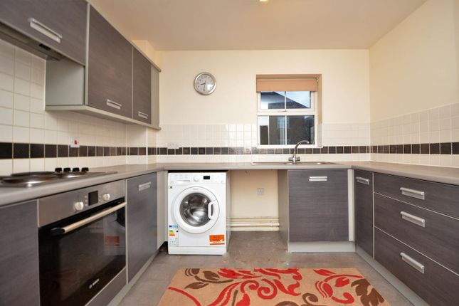 Thumbnail Flat to rent in Tobermory Close, Langley, Slough