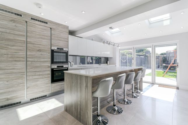 Thumbnail Terraced house for sale in Middleton Avenue, London