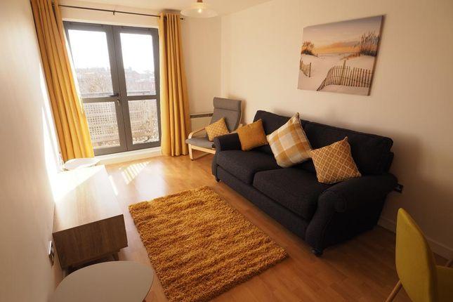 2 bed flat to rent in Queens Court, 55 Queens Dock Avenue, Hull HU1