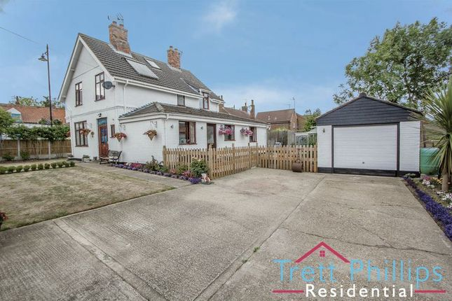 Thumbnail Detached house for sale in Priory Close, Acle, Norwich