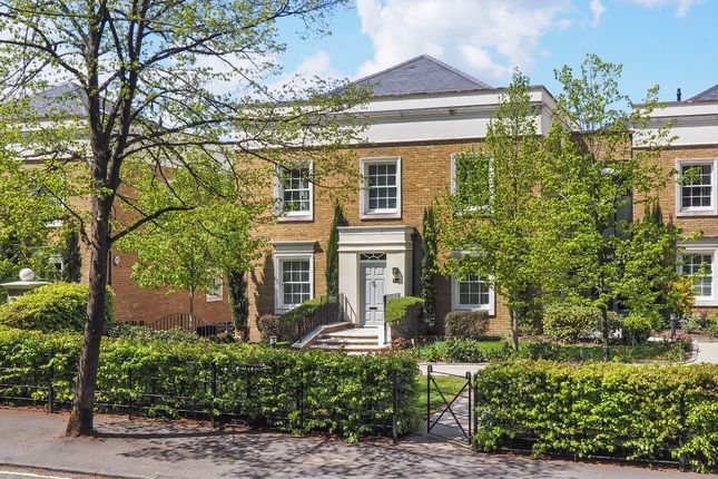 Thumbnail Flat for sale in Connaught Square, Winchester