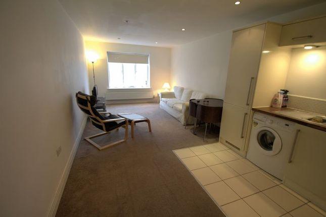 2 bed flat to rent in Norfolk Road, Uxbridge