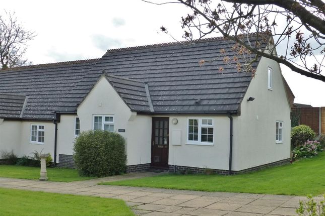 Thumbnail Bungalow to rent in Littleworth Lane, Belton In Rutland, Oakham