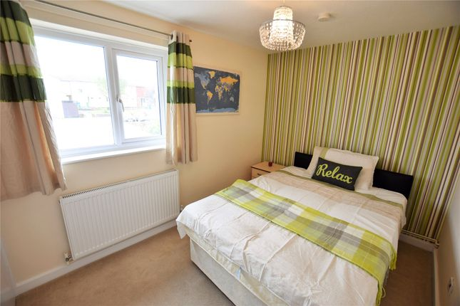 Thumbnail Room to rent in Fountains Garth, Bracknell, Berkshire