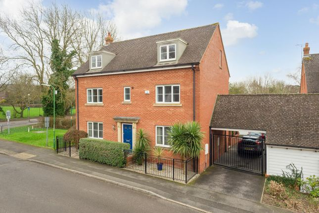 Thumbnail Town house for sale in Tatchell Drive, Charing, Ashford