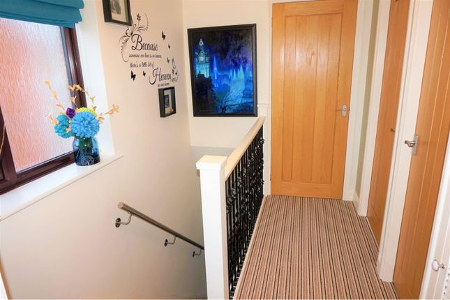 Landing of Olympic Close, Glenfield LE3