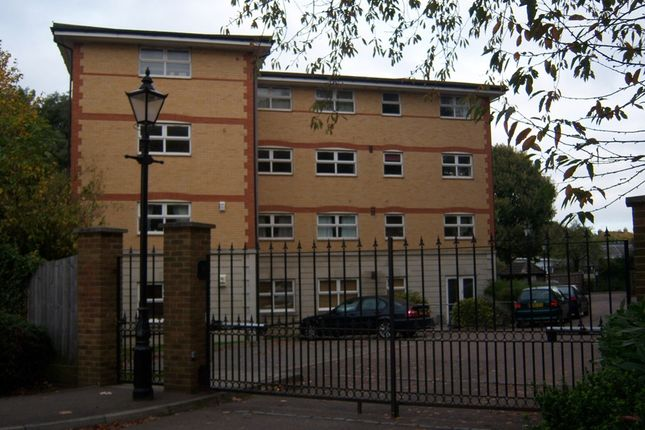 Thumbnail Flat for sale in Busch Close, Isleworth, Middlesex