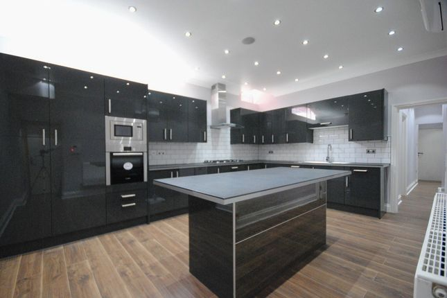 Thumbnail Property to rent in Gloucester Square, London