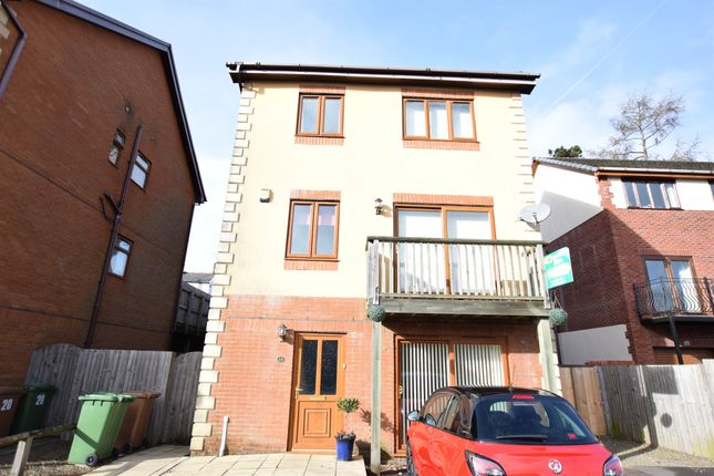 Thumbnail Town house for sale in Kingswood Close, Hengoed