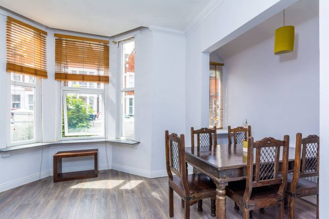 Thumbnail Flat to rent in Essex Road, Ealing