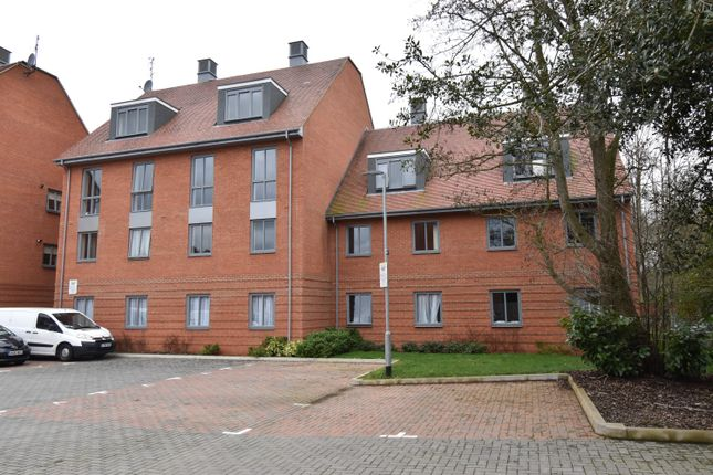 Thumbnail Room to rent in Chancellor Drive, Frimley, Camberley