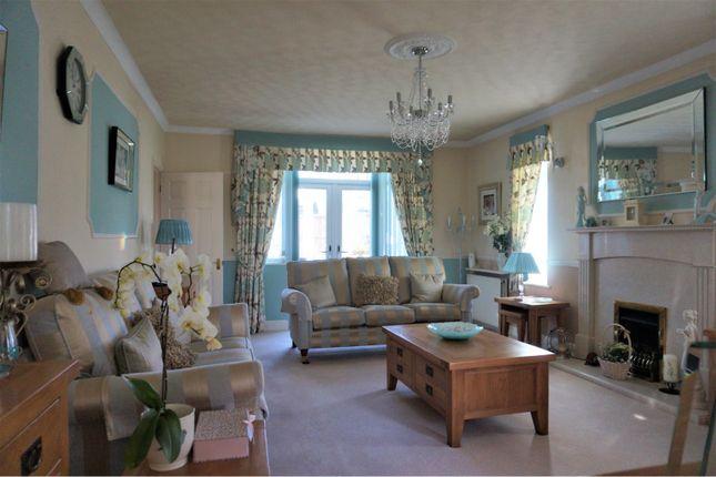 Lounge of Wycombe Way, Luton LU3