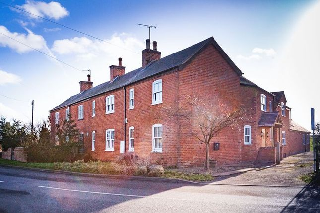 Thumbnail Semi-detached house to rent in Barkbythorpe Lane, Syston, Leicester