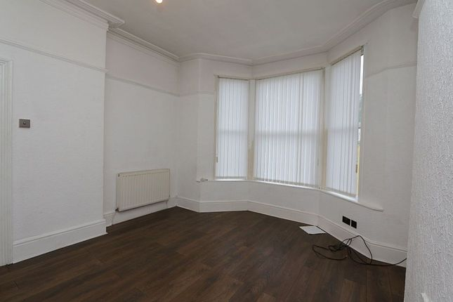 Arkles lane liverpool merseyside l4 4 bedroom flat for for Furniture 66 long lane liverpool