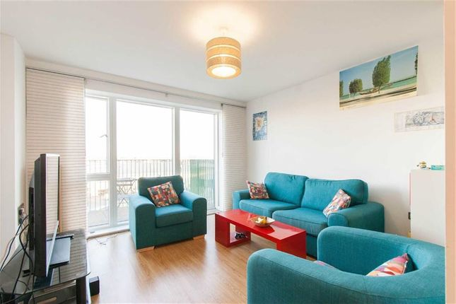 Thumbnail Flat to rent in Central Way, London
