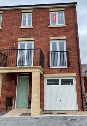 Thumbnail Town house to rent in Paul Williams Walk, Canton, Cardiff