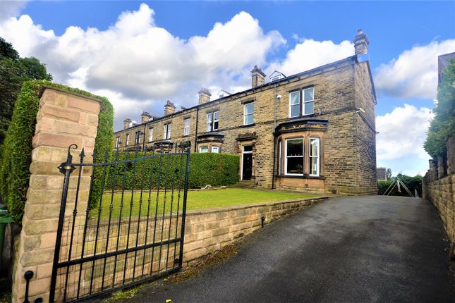 Thumbnail Town house for sale in Grosvenor Road, Batley