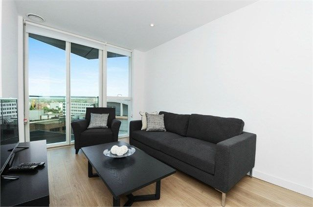 Thumbnail Flat to rent in Tennyson Apartments, Saffron Central Square, Croydon