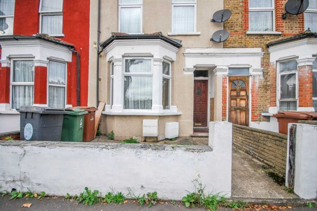 Thumbnail Flat to rent in Claude Road, London