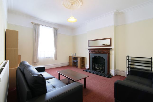 Thumbnail Flat to rent in Liverpool Road, Thornton Heath