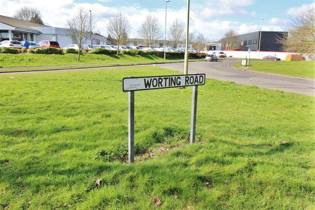 2 bed maisonette for sale in Worting Road, Worting, Basingstoke