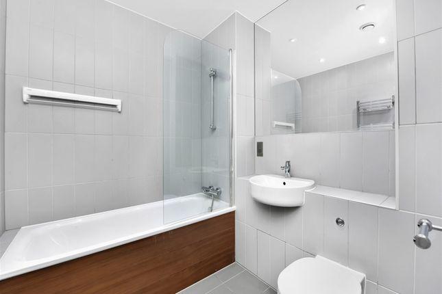 Bathroom of Austin Street, London E2
