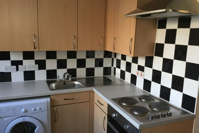 Room to rent in Connaught Road, London