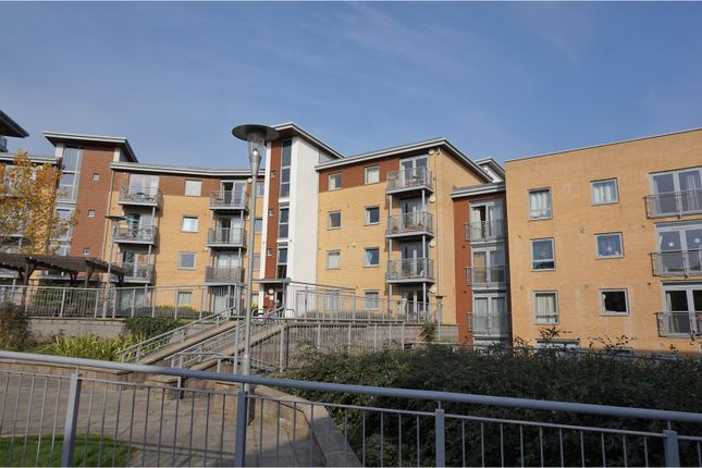 2 bed flat for sale in kelvin gate bracknell rg12
