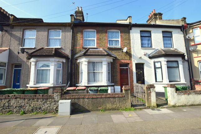 1 bed flat for sale in Fifth Avenue, London