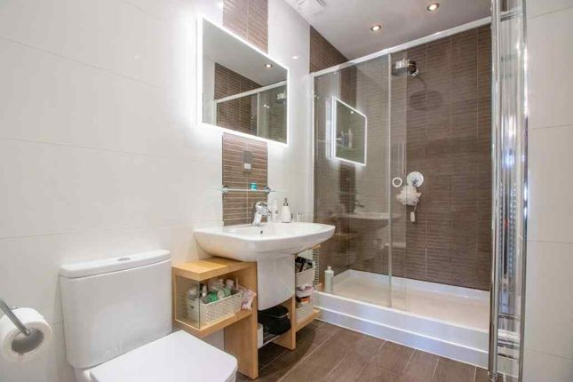 Ensuite To Bed 1 of The Hollows, Long Eaton, Nottingham NG10