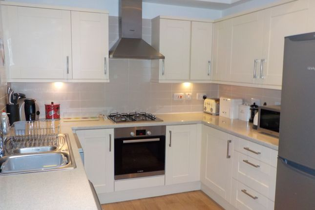 Thumbnail Terraced house for sale in Brunswick Place, Heckmondwike