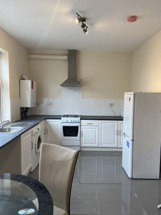 Thumbnail Flat to rent in Greenlane, Goodmayes