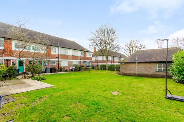 Maisonette to rent in Denison Close, East Finchley