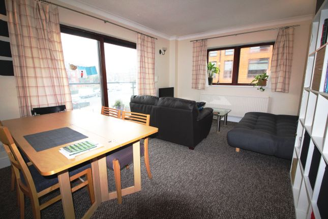 Thumbnail Flat to rent in Royal Court, Reading