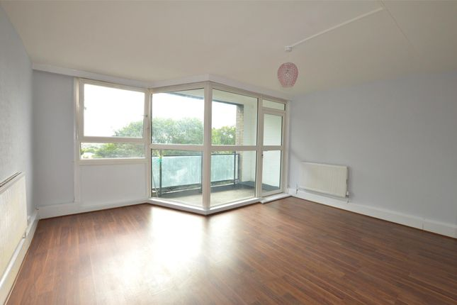 Flat in  Whitlock Drive  London S Putney