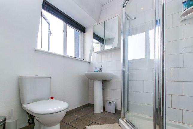 En-Suite of Mowll Street, Oval / Brixton SW9