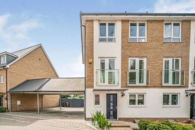 Thumbnail Town house for sale in Appletree Way, Welwyn Garden City