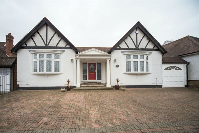 4 bed detached bungalow for sale in Tring Road, Dunstable, Bedfordshire