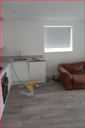 Thumbnail Flat to rent in Queens Parade, Friern Barnet, London