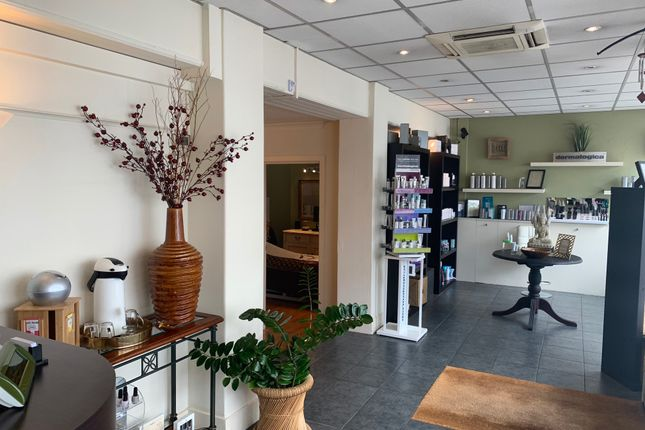 Thumbnail Retail premises to let in Church Street, Weybridge