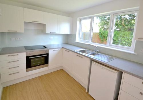 1 bed flat to rent in Sycamore Close, Bourne End, Buckinghamshire