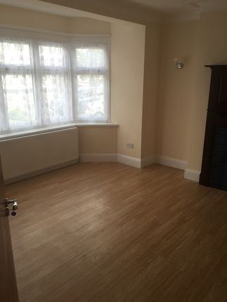 Thumbnail Town house to rent in Headley Drive, Gants Hill/ Ilford